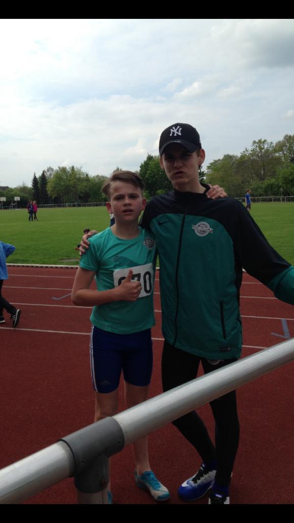 Michael Trebuschenko nach dem 800 m Sieg mit Cristian Ifrim