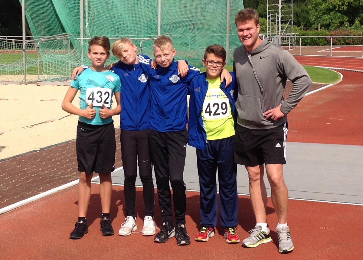 Michael,Moritz,Johann,Ben mit Trainer Steffen Rothmann bei der Bezirksmeisterschaft in Neustadt